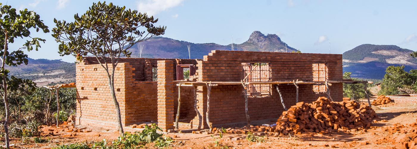 thumb_482_ma419_malawi_klaslokalen_en_latrines_vooruitgang_boeken