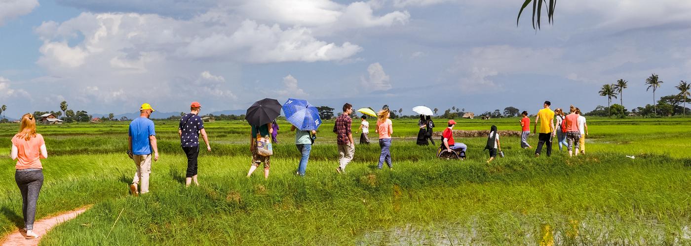 thumb_662_ba119_bangladesh_trainingsruimte_voor_self_help_group_wandeling_door_de_rijstvelden